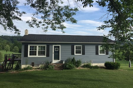 Cozy, cute ranch in Linville - House