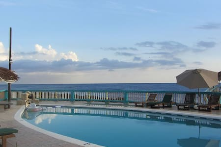 Ocean view one bedroom suite (N.E) - Bed & Breakfast