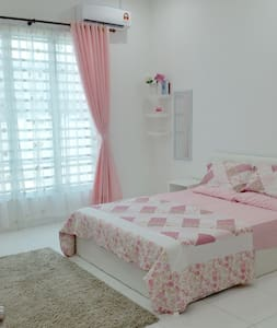 Nuhayra Place : Homestay & Guest House - Pensione