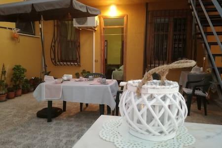 Monolocale con ampia terrazza nel corso di Cinisi - Apartamento