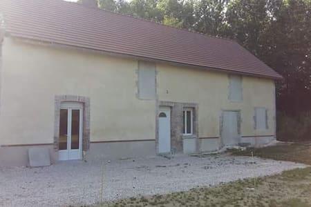 Ancien moulin à eau en pleine nature - Maison