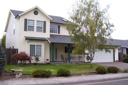 Large 2 story home. - House