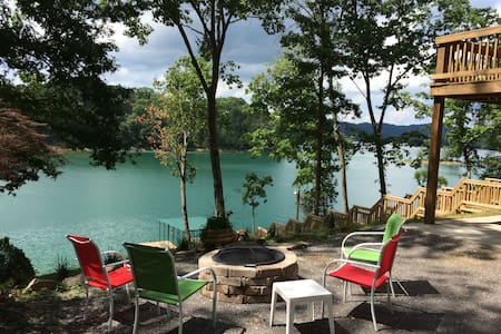 BEAUTIFUL NORRIS LAKE FRONT HOME W/PRIVATE DOCK - Maynardville