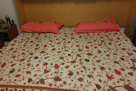 Private room with double bed. - Apartmen