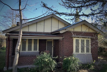 Close to CBD, warm and comfy Bathurst home. - Bathurst