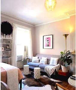 designer's charming bk heights pad - Apartment