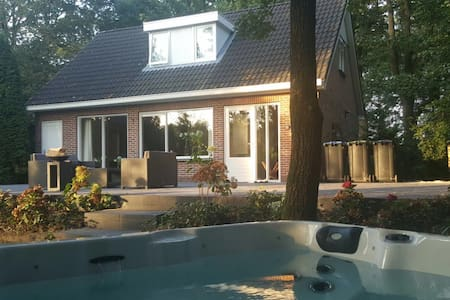 Private villa with jacuzzi - EEN