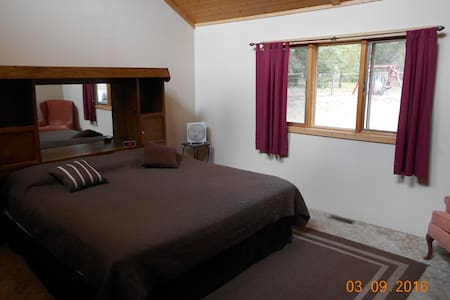 Dream Haven Guest Ranch - Morgan Room - Bed & Breakfast