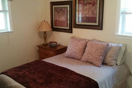 Private Room\Full Bed for 2 - Louisville