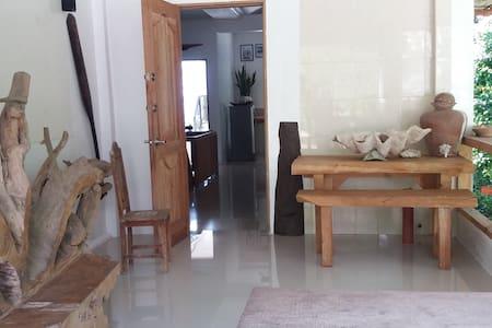 Molave Place - Maribojoc - Casa