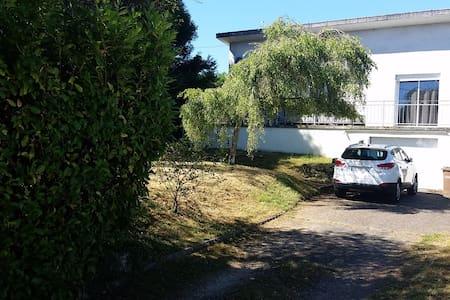 maison spacieuse avec jardin - House
