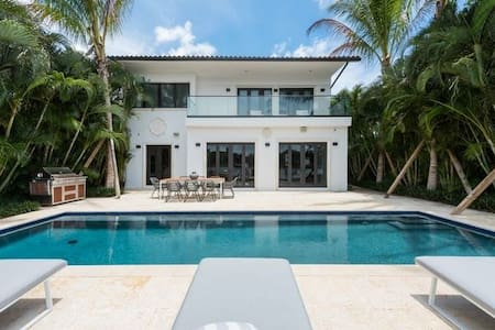 Luxurious waterfront villa in Miami Beach sleeps10 - Miami Beach - Villa