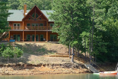 Lakefront Luxury Log Home by Smoky Mtns Ntl Park - Robbinsville