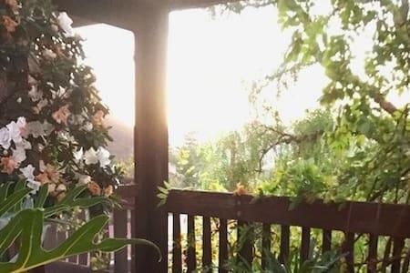 Room in Artist Inspired Mountain Retreat / Malibu - Calabasas - Haus