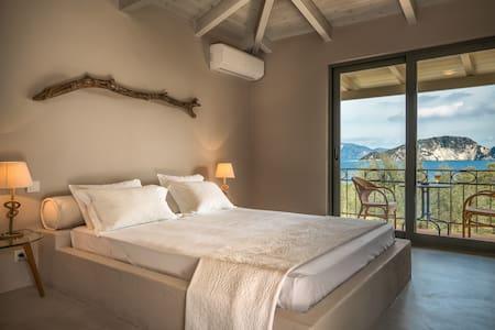 Lithalona: Beachfront luxury villa unique view - Marathias