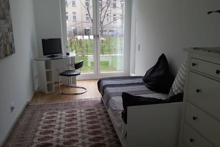 Komfortables 1-2 Bett-Zimmer - Berlin - Apartment