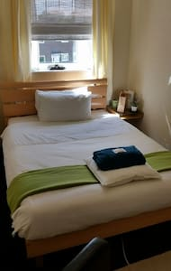 Cosy Double Room and light breakfast, 2min to tram - Talo