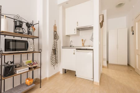 INEXPENSIVE, FULLY EQUIPED STUDIO - Madrid - Apartment