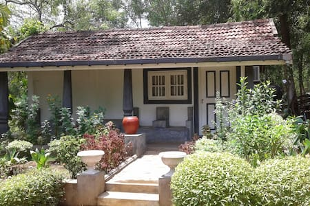 Saffron Nest 1 Double Bedroom Cottage - Villa