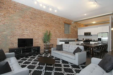 Spacious 5BR in Wicker Park - Apartment