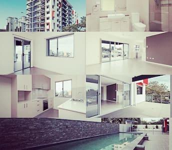 CBD brand new 1BR AP sleeps 4 (pool) - Larrakeyah - Appartamento