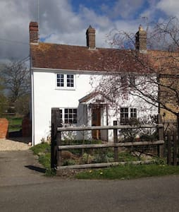 Dorset Cosy Cottage: rural, historic, coast, rail - Bed & Breakfast