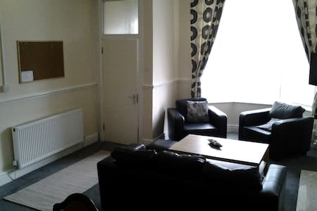 Fern Lodge Serviced Accommodation Twin Room (2) - Preston - House