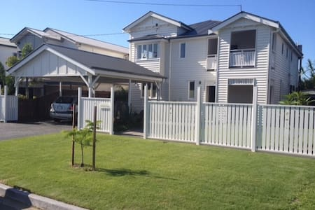Modern large home 5 mins to A/port/CBD own b/room - Hendra - Rumah