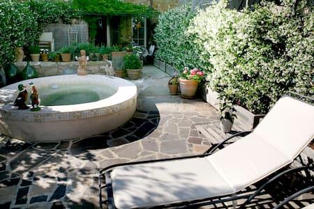 Stunning Village Home w Splash Pool - House