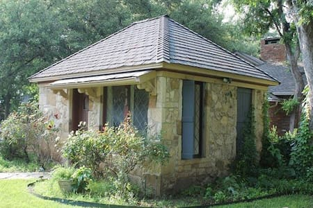Private Stone Cottage Guest House - Dom