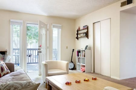Spacious & Comfy bedroom - Carrboro - Byt
