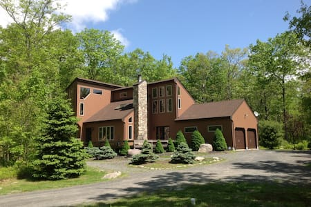 Private Forest Lookout on 5 Acres--Hot Tub! - Dingmans Ferry