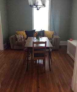 3br/2ba in historic district - Carlisle - House
