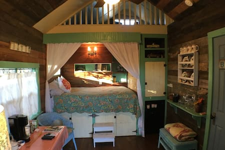 Cottage on Hale  - 1/1 Cottage - Fredericksburg - Bed & Breakfast