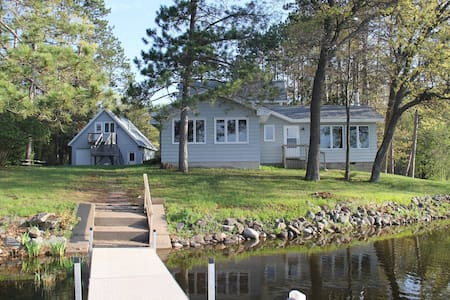 Large 3 bedroom home on the lake sleeps 10-14. - Hayward