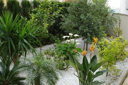 Apartment with private garden - Appartement