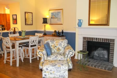 Hidden Oaks Cottage Welcomes You! New Furnishings. - Murrells Inlet - House