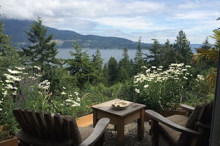 The Moulton Meadow Farm: Ocean Suite - Bowen Island