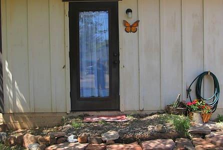 Rust n Roses BnB - Cottonwood - House