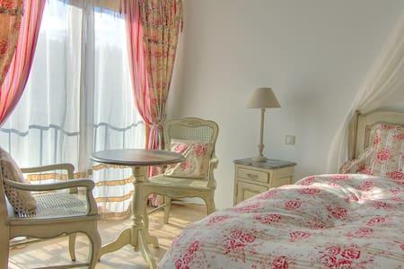 Luxe et raffinement dans les volcans d'Auvergne - Bed & Breakfast