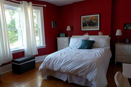 Century Home Charm, Modern Tech - Red Room - Haus