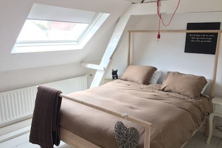Private room in a pleasent house - Tilburg - Huis