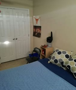 Cozy bedroom with parking - McAllen - Apartamento