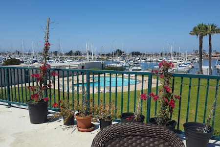 Bright Harbor Water View/min 5 days - Oxnard - Appartement
