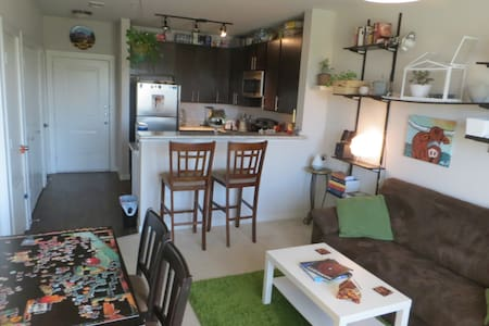 Cozy 1BD w/ full amenities & 2 cats - The Colony - Lakás