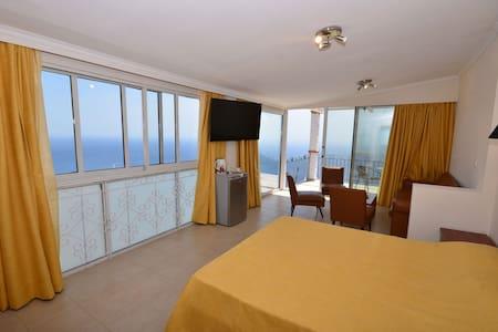 Golden View Luxurious Apartments - Wohnung