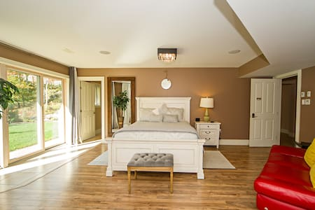 The Hot Tub Suite with Garden Views - Bedford - Bed & Breakfast