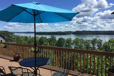 2 BR Suite waterfront Lake Monroe w/Canoe avail. - Bloomington - Ganze Etage