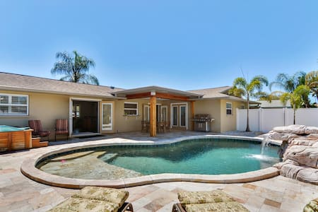 Resort-Style Seminole Home - Ház