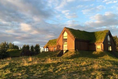 Cosy guesthouse on a farm with a view on Hekla - Vendégház